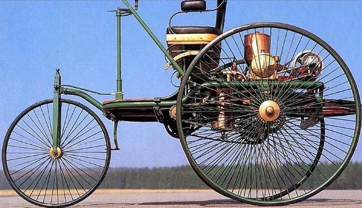 Benz Patent Motorwagen Model 3 produite de 1886 à 1894, poids 360 kg, 3 moteur connu 1 cyl. 1L 1.5 ch, 1.7L 2.5 ch et 2L 3 ch, pour cette voiture automobile une vitesse maximum de 20 km/h.