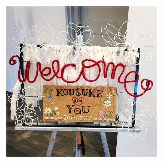 #ウェルカムボード  作成させてもらいました❤︎ . ワイヤーに毛糸まきまき コルクに刺繍ぐさぐさ . #愛情たっぷり#手作り感満載#粗め #welcomeboard#welcome#wedding#weddingparty#ワイヤークラフト#ワイヤーフラワー#コルクボード#刺繍#wirecraft#embroidery#ricamo