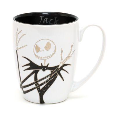 Mugg med Jack från Nightmare Before Christmas. Muggen gnistrar med foliedetaljer på ena sidan, och hans initial på baksidan är dekorerad med två nitar.