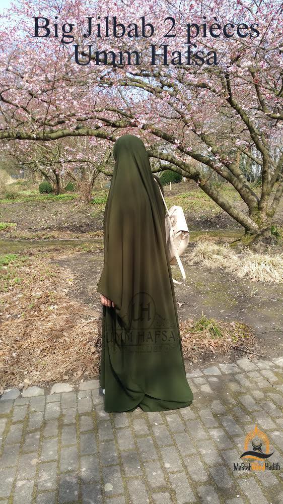 Big jilbab Umm Hafsa 2 pièces PLUS LARGE   PLUS MASTOUR  http   bit.ly 2uxVOQw Composé d une cape et d une jupe. Le haut est à  manches avec élasti… d9b240d5a04