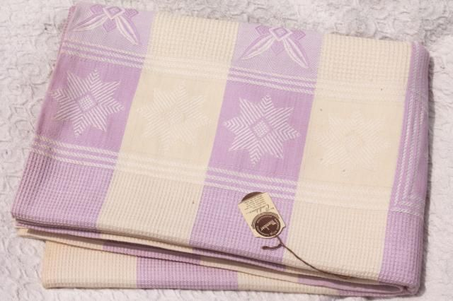 1940s vintage bedspread, star pattern waffle weave summer weight cotton coverlet