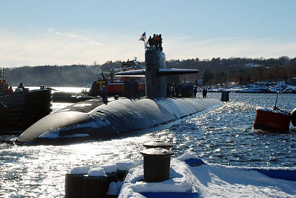 GROTON, Conn. (Jan. 10, 2011) The Los Angeles-class attack submarine USS Memphis (SSN 691) Naval Submarine Base New London to begin her final deployment. Memphis will be decommissioned later this year. (U.S. Navy photo by Mass Communication Specialist 1st Class Steven Myers/Released)