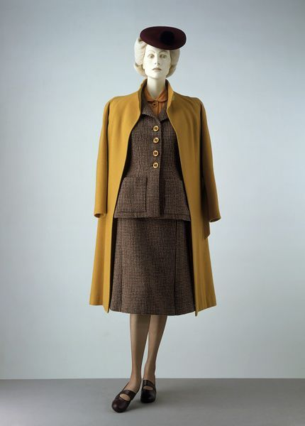 Skirt suit and coat | Utility Collection by the Incorporated Society of London Fashion Designers for the Board of Trade | London, England, Autumn 1942 | Scottish woollen tweed | The simplification and economy of material match the conditions laid down by the Board in relation to the manufacture of civilian clothing during the Second World War of 1939-1945. But, despite the efforts of thedesigners to be inventive without wasting fabric, there was a very limited choice | VA Museum, London
