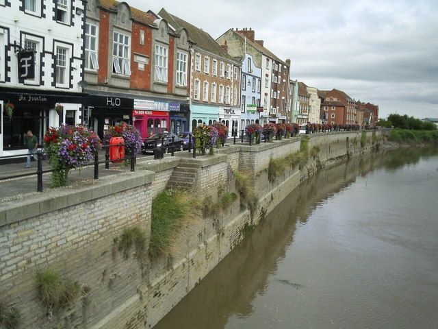 File:West Quay, Bridgwater from the old town bridge - geograph.org.uk - 1459534.jpg
