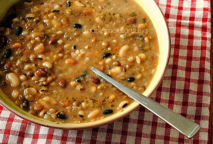 zuppa di legumi misti e farro, ricette con legumi misti