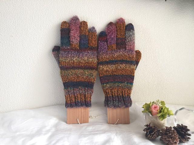 ★☆手編みのカラフル5本指手袋(^^♪☆★ヨーロッパ、アメリカなどから購入した毛糸で編んだ手編みの指なし手袋です。素材の違うカラフル毛糸を使っています。ふわふわであったかいです。【使用毛糸】レッチェ 【素材】ウール:100%【サイズ】女性用フリーサイズ