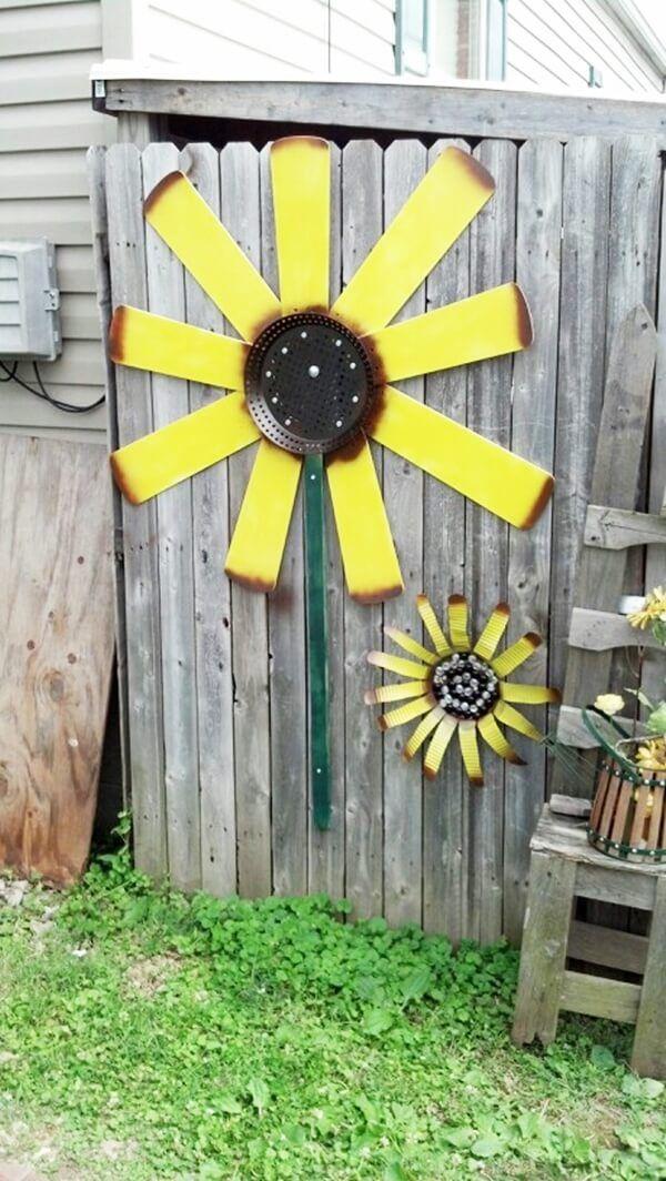 31 Unique Garden Fence Decoration Ideas To Brighten Your Yard Fan Blade Art Ceiling Fan Crafts Ceiling Fan Art