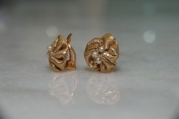 Gold Clip-on (or stud) Flower Earrings Check out this item in my Etsy shop https://www.etsy.com/listing/452221166/gold-clip-on-or-stud-flower-earrings