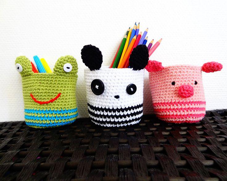 Animalitos a crochet para organizar los lápices de los niños.