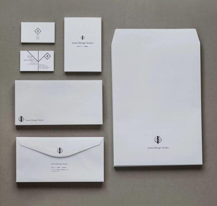 南方熊楠とジル・ドゥルーズが予見した世界の構造をシンボルマークにあしらい、名刺、封筒類を作成。名刺にはクレーン社の100%コットン紙を用い、活版印刷と空押しで凹凸感を出しています。