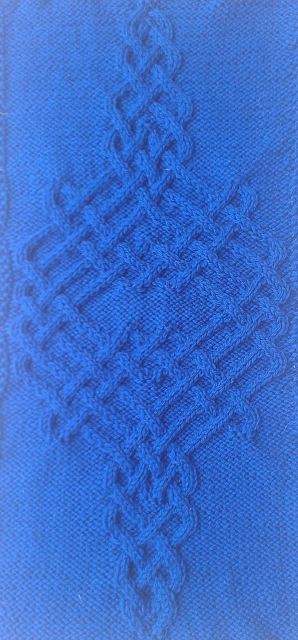 Ravelry: Celtic Motif (knot #326) by Devorgilla's Knitting (sometimes...)