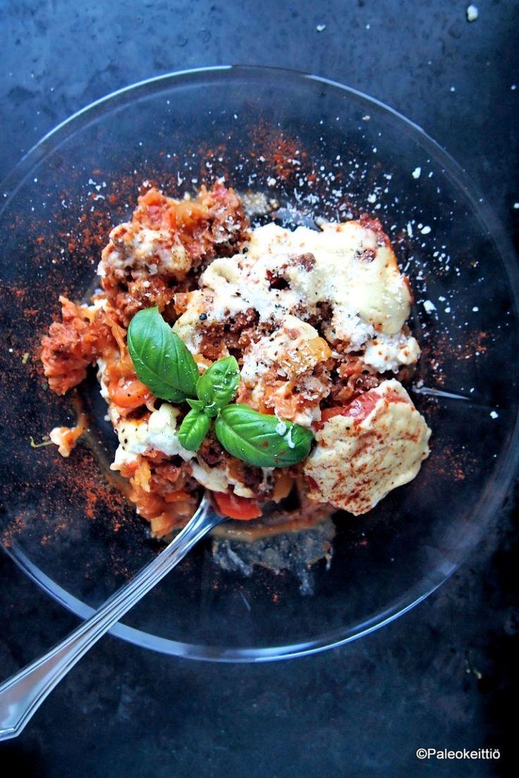 Talven uusi ruokahitti – Viljaton jauheliha-spagettivuoka! /// Se on tässä! Tämän talven uusi #ruokahitti numero yksi! Jauhelihasta ja spagetistahan tykkää kaikki, joten miksi ei myös jauhelihasta ja spagettikurpitsasta. Arkinen jauheliha-spagettikurpitsavuoka…