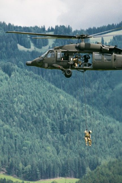 Airpower 2013 - Austrian army with a Blackhawk