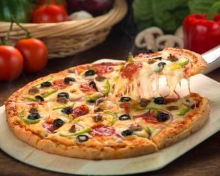 Pizza familiale : http://www.fourchette-et-bikini.fr/recettes/recettes-minceur/pizza-familiale.html