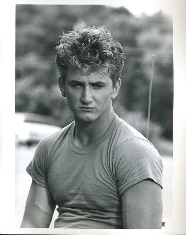 Sean Penn was so sexy when he was younger not to shabby not either