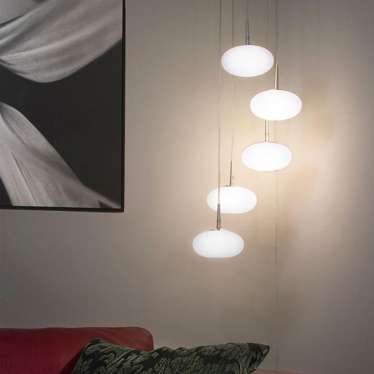 Nivå är en cool lampa där du själv bestämmer höjden på de fem glaskuporna med hjälp av de 1,5 meter långa kablarna. https://buff.ly/2yqf1EZ?utm_content=buffer7c542&utm_medium=social&utm_source=pinterest.com&utm_campaign=buffer