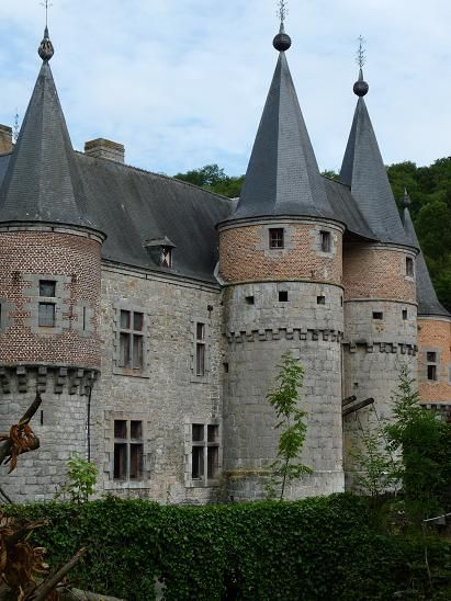 Spontin Castle (French: Château de Spontin) is a medieval castle in the village of Spontin in the municipality of Yvoir, province of Namur, Wallonia, Belgium.