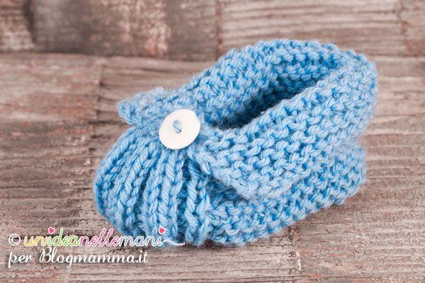 Tutorial per fare scarpine a maglia per neonati e bambini. Il modello, simile a una pantofolina, è facile e veloce da realizzare anche per le principianti.