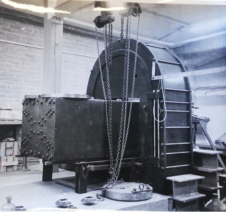 The apparatus used for preassure during the construction of the first synthetic diamonds. The picture shows when the press is about to be moved.