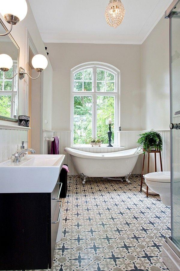 Look at that floor! Stunning. #staging #bathroom