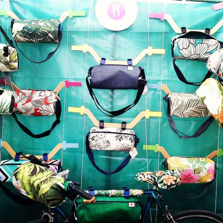 bicibicibicibicibici Vem de bicicleta para Babilonia Feira Hype na Marina da Gloria, e escolhe tua bike-bag pra o verao! compra de quem faz ♡  #bikestyle #bikelovers #bicicleta #ecobike #handmade #feitoamao #yogachic #yogastyle #yoga #yogueirasdobrasil #bike #voudebike #riodejaneiro #namaste #piyogabags #pibags #babiloniafeirahype