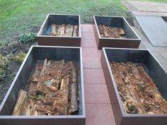 Réaliser potager en carre, mais en permaculture, avec une couche de bois, des feuilles et du compost en plusieurs couches en lasagne