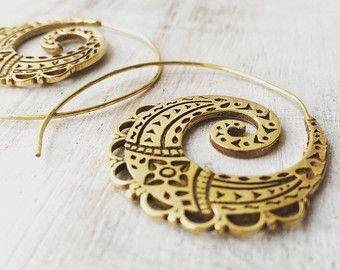 Aretes de espiral de latón, pendientes Boho, pendientes tribales, aretes, aretes de oro, pendientes de gitana, joyería de danza del vientre Tribal, lalaboho.