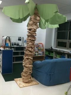 Story Tree for classroom.. I made one but this is even cuter!