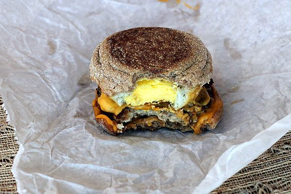 MAKE-AHEAD, HEALTHY, EGG McMUFFIN COPYCATS. A grab-and-go breakfast with reduced calories & fat. www.theyummylife.com/Egg_McMuffin