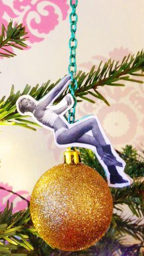De Miley-bal is natuurlijk onmisbaar! Dankje Sibel :)
