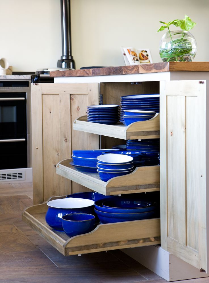 With handy, space-saving storage solutions, this stylish kitchen maximises space.
