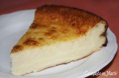 Tarta de queso al horno En casa nos encantan las tartas de queso: frías, al horno, con queso cremoso, nata, leche condensada, de yogur, queso fresco, mascarpone; con mermelada o frutas como la de fresas o con pérsimon, con calabaza, con chocolate, de Nutella, con caramelo, con galletas Oreo, con... Vaya, que nos gusta ir probando recetas, porque ¡hay tantas y tan ricas!