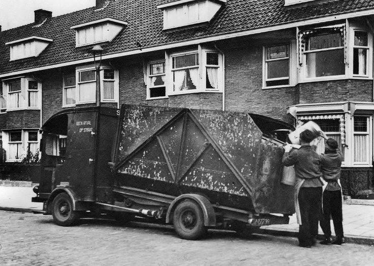 1952   Huisvuil ophalen in de Wingerdweg, Amsterdam Noord