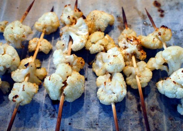 Gegrilde bloemkool spiesjes uit de oven