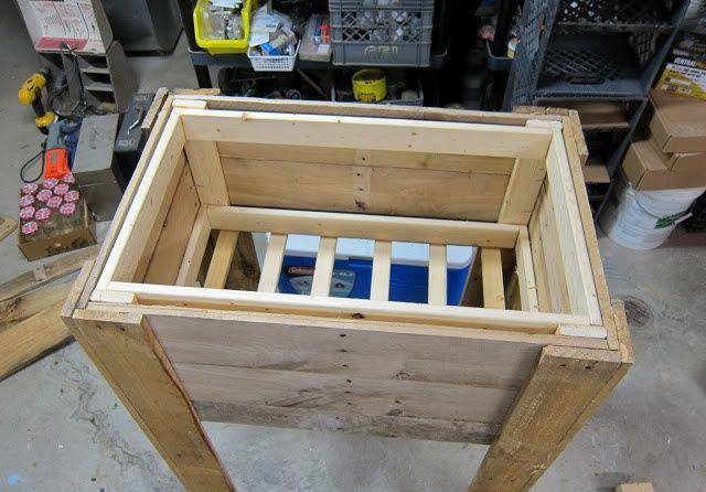 Rustic Outdoor Cooler Stand- 12 DIY Pallet Cooler Design   DIY to Make