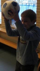 Tafelsommen oefenen met de bal