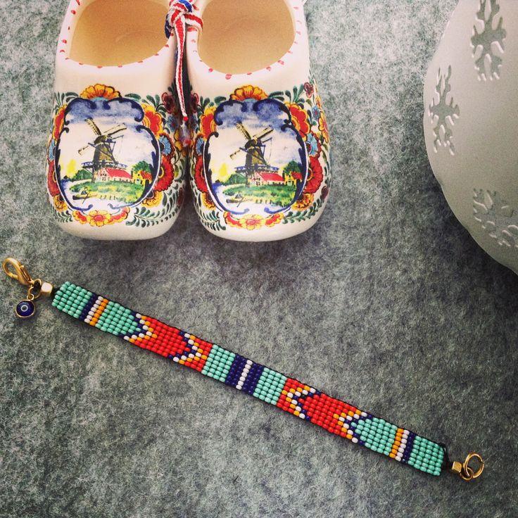 Etnik desenli boncuk dokuma bileklik // Beaded bracelet with ethnic pattern