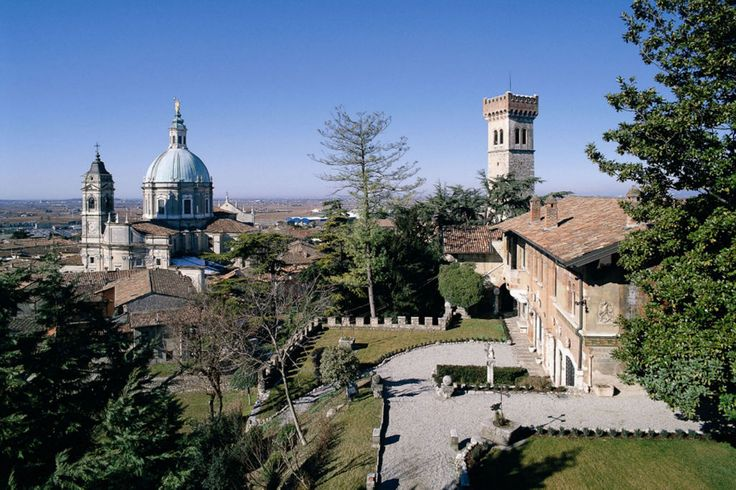 ITALY, LONATO DEL GARDA. BRESCIA, LOMBARDY