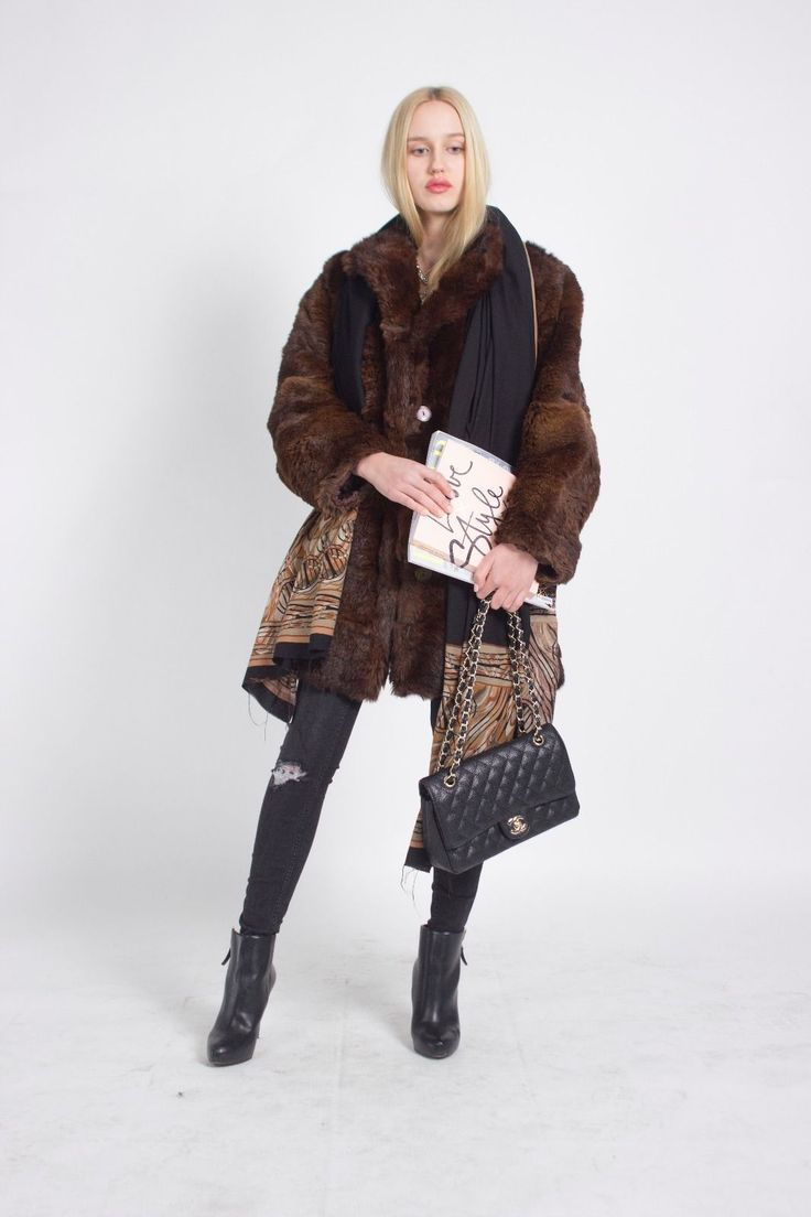 CHANEL BOY, CHANEL VINTAGE, CHANEL, CHANEL BAG, Street Style, London Look, Vintage, London VIntage, LUXURIOUS LONDON LOOK STUNNING UNIQUE VINTAGE BROWN REAL FUR COAT JA…