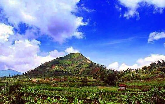 Situs Gunung Padang DI Cianjur Lebih Tua Dari Candi Borobudur | sobatpetualang.com