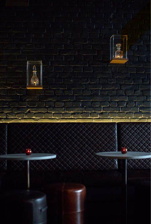 Pintados de negro, nos encantan nuestros paneles de ladrillo macizo!