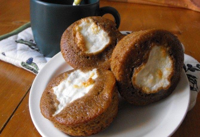 Kávés muffin túrósapkával recept képpel. Hozzávalók és az elkészítés részletes leírása. A kávés muffin túrósapkával elkészítési ideje: 30 perc