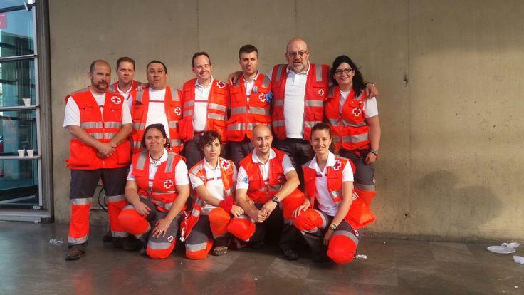El equipo de voluntarias y voluntarios de #CruzRoja #Bizkaia que participa en el dispositivo de cobertura sanitaria en #Pamplona de #Sanfermín #SF16   #Encierro #Navarra #PreventivosCruzRoja  #cruzroja #gurutzegorria #redcross #croixrouge #crocerossa #bizkaia #biscay #euskalherria #euskadi #paisvasco #paysbasque #basquecountry