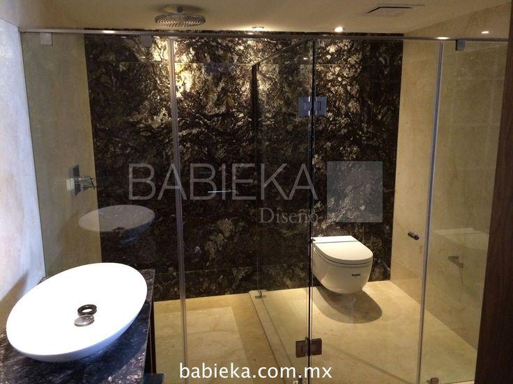Cancel de baño en cristal templado totalmente transparente con herrajes de acero inoxidable.  www.babieka.com.mx