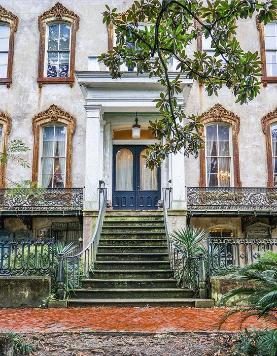 A Walking Tour of Savannah | Photo by Zio & Sons