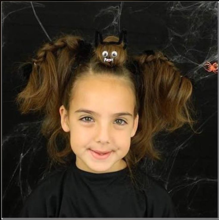 Vampiro de halloween Halloween para niños Peinados para halloween Crazy Hair For Kids, Crazy Hair Day At School, Crazy Hair Days, Holiday Hairstyles, Cute Hairstyles, Braided Hairstyles, Halloween Hairstyles, Whacky Hair Day, Little Girl Halloween