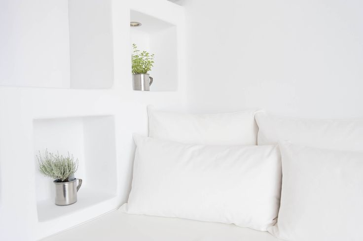 The distinctive Cycladic tradition meets minimalism !