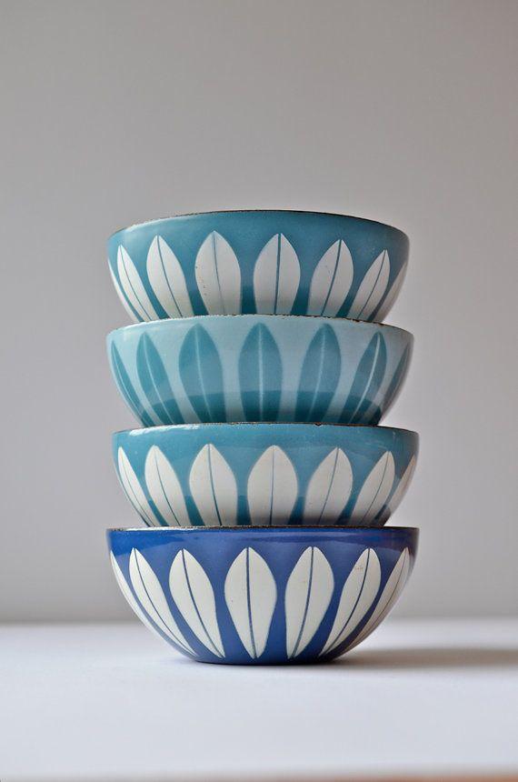 "Small 5.5"" Matte Sky Blue & White Light Blue Cathrineholm Lotus Vintage Enamel Metal Bowl, Made in Norway, Scandinavian Modern Kitchen on Etsy, 26,24€"