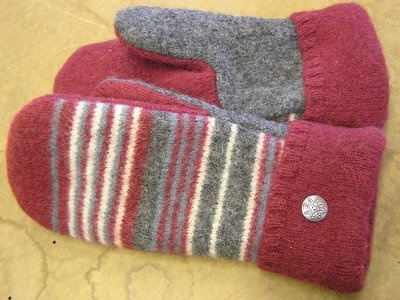 ooooh, mittens from old sweaters <3