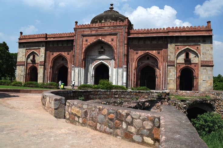 Delhi is more than just lavish eateries and exotic historical monuments. Check out Delhi's hidden gems and historic sights.